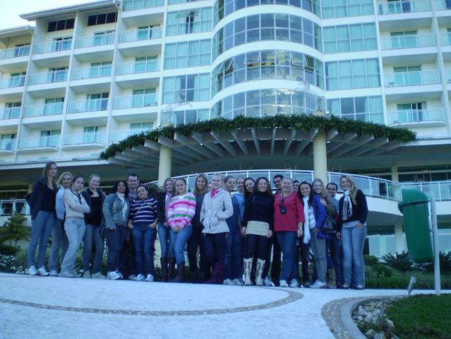 Acadêmicos de Administração realizam visita técnica em hotel