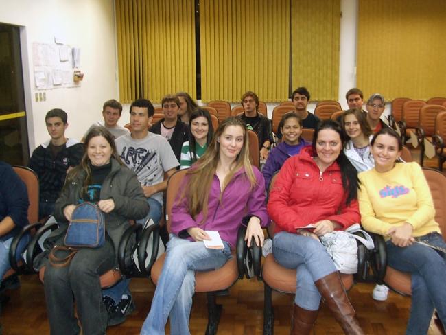 Acadêmicos de Administração visitam empresa de Brusque – 20-05-2010