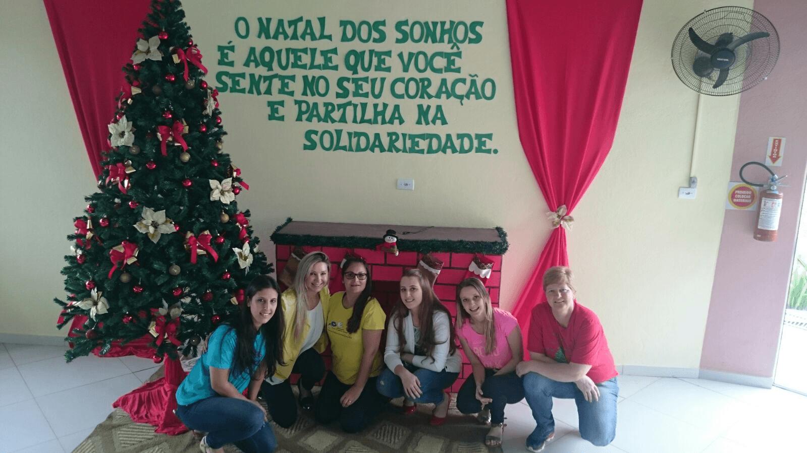 Curso de Pedagogia entrega brinquedos e guloseimas na comunidade Bethânia