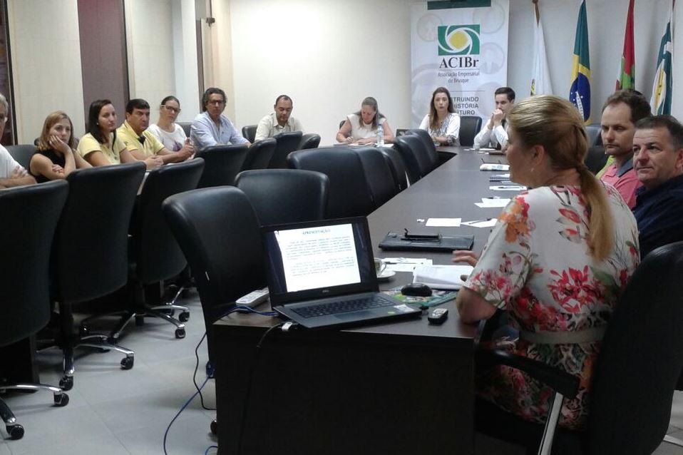 Rotas do Itajaí do curso de Administração é apresentado ao Núcleo de Turismo