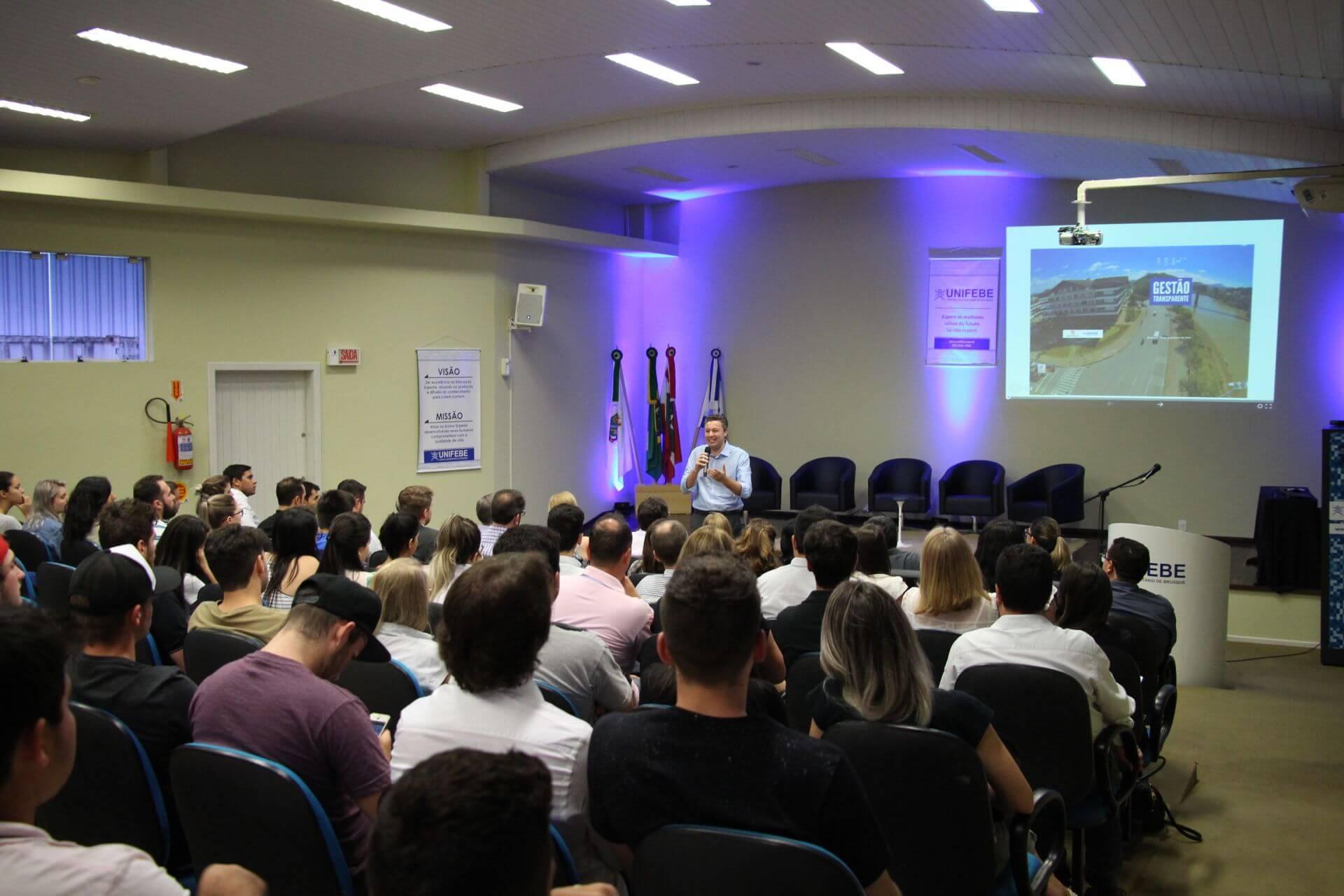 Prefeito de Blumenau apresenta cases de gestão pública na UNIFEBE