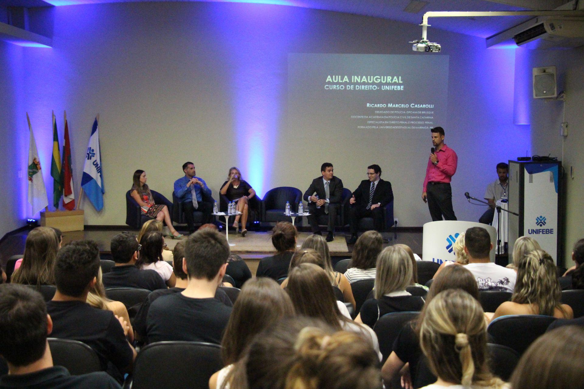 Aula de apresentação de Direito traz exemplos de carreira jurídica