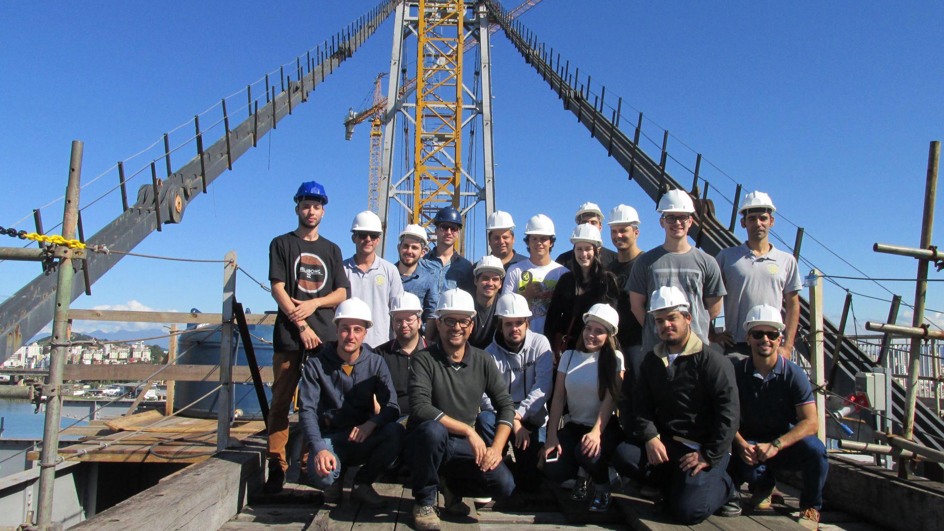 Acadêmicos de Engenharia Civil conhecem os bastidores da Ponte Hercílio Luz