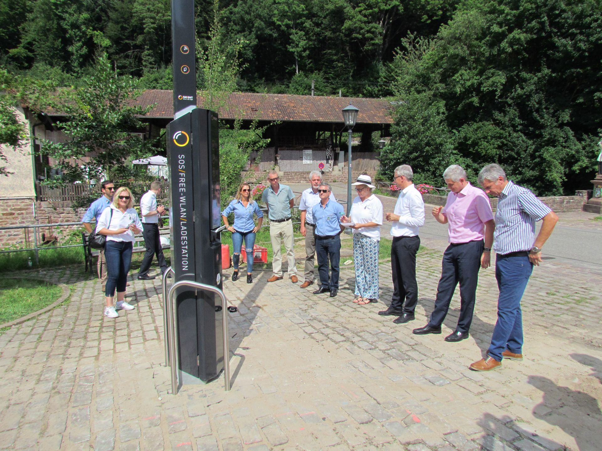 Brusque será a primeira cidade do Continente Americano a receber os postes inteligentes da Alemanha
