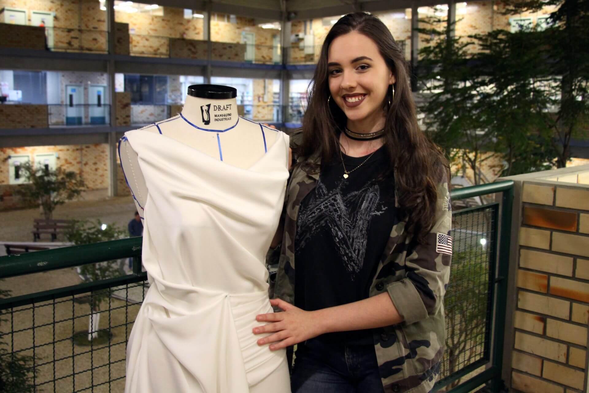 Acadêmica de Design de Moda é finalista de concurso nacional de modelagem