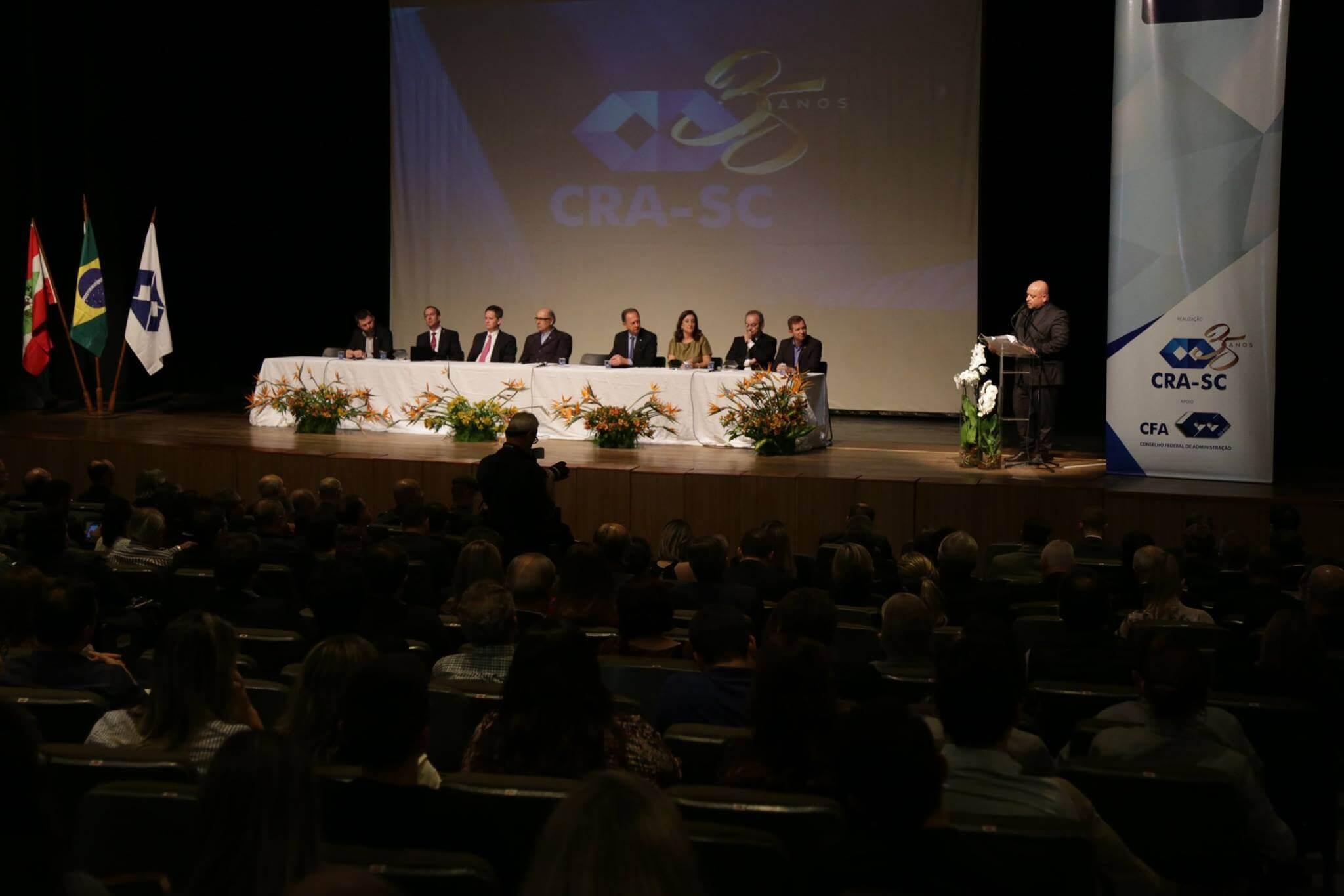 Professor da UNIFEBE é homenageado no maior evento de Administração do Estado