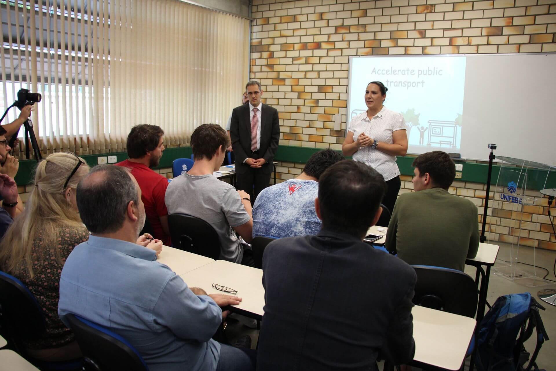 Estudantes apresentam resultados de workshop internacional de mobilidade sustentável