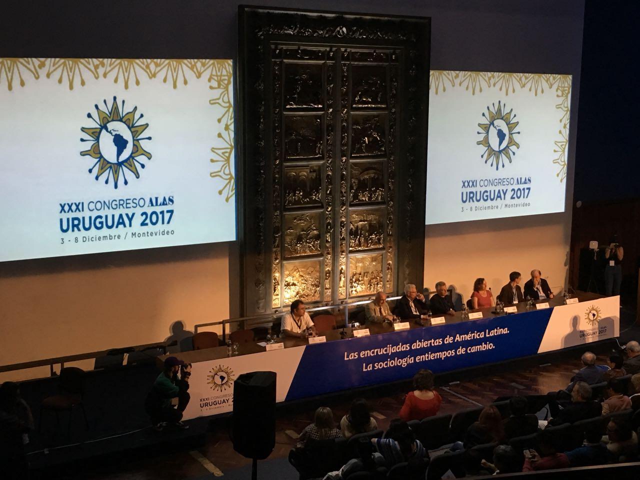 Coordenador de Design Gráfico participa de congresso internacional