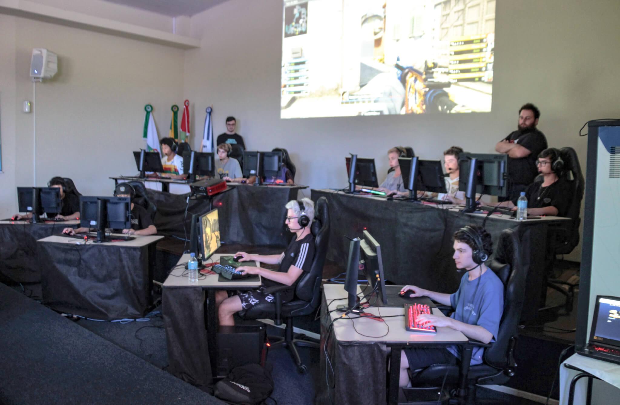 2ª edição do Campeonato Regional Escolar reúne mais de 60 competidores de eSports