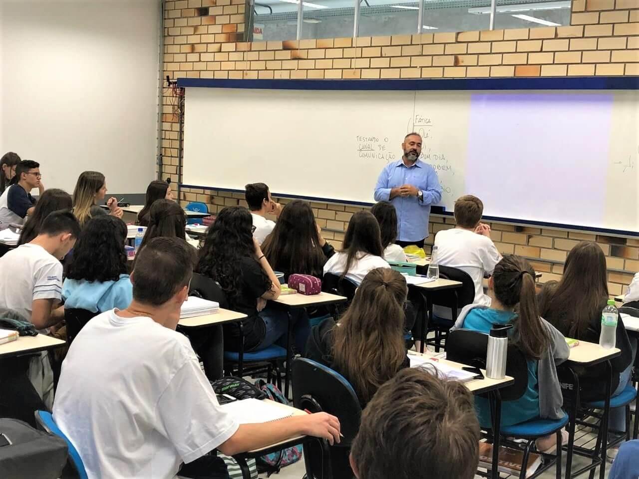 Colégio Universitário promove palestra sobre o mercado de trabalho