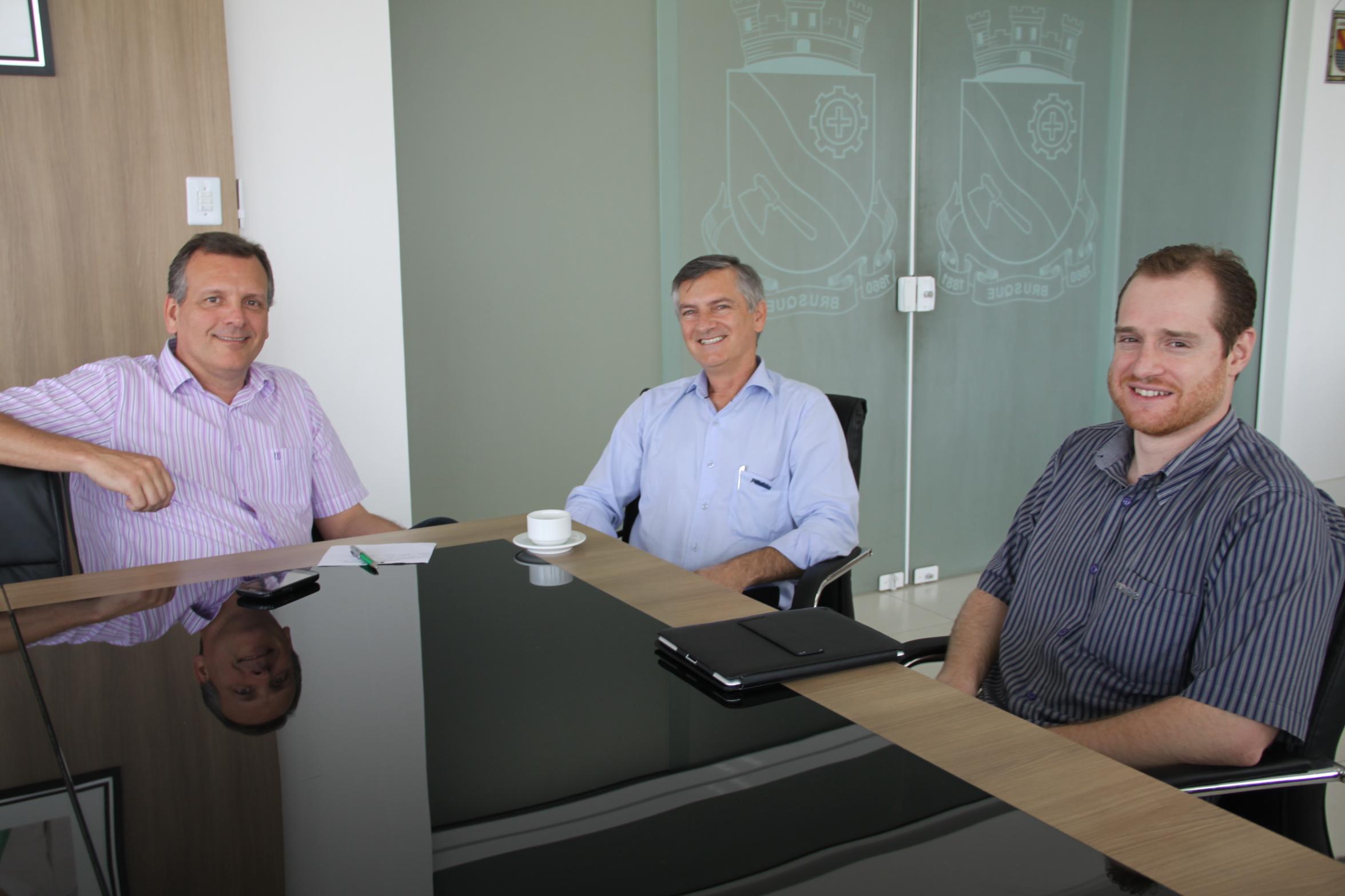 Prefeito de Brusque recebe reitor da UNIFEBE em seu gabinete