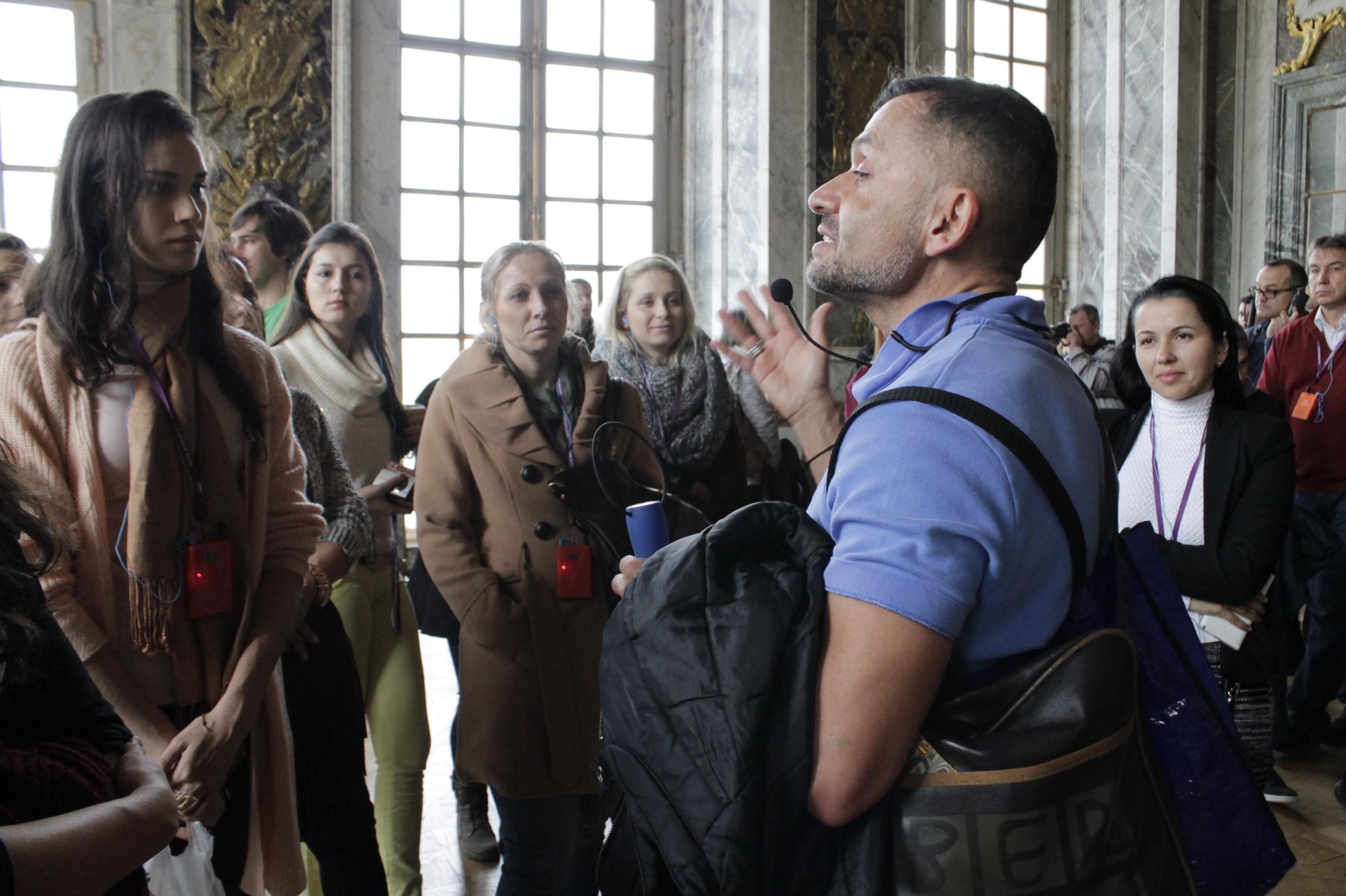 Alunas do EuroFashion/UNIFEBE estudam história no Palácio de Versalhes