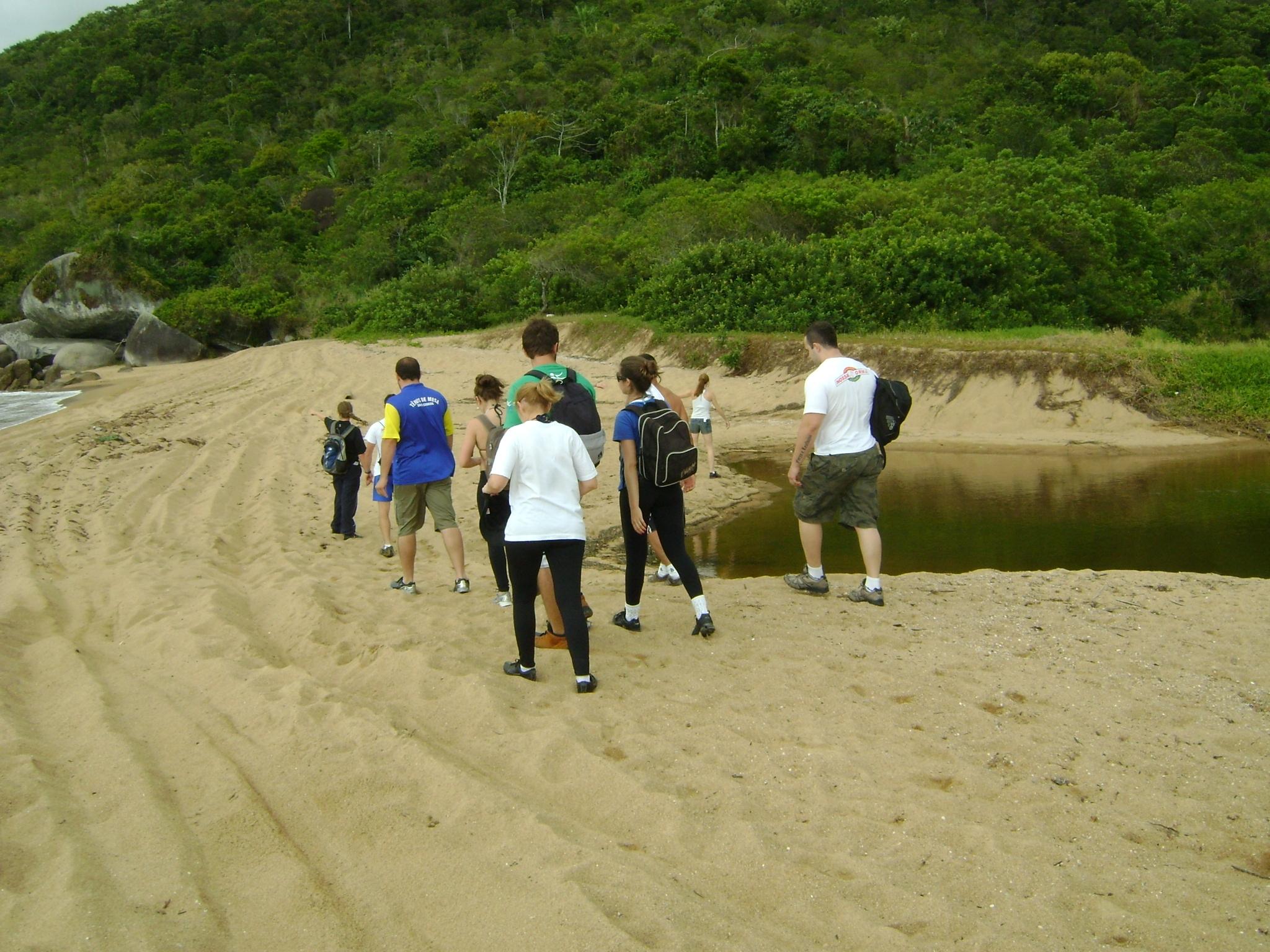 Alunos de Educação Física fazem trilha em Zimbros