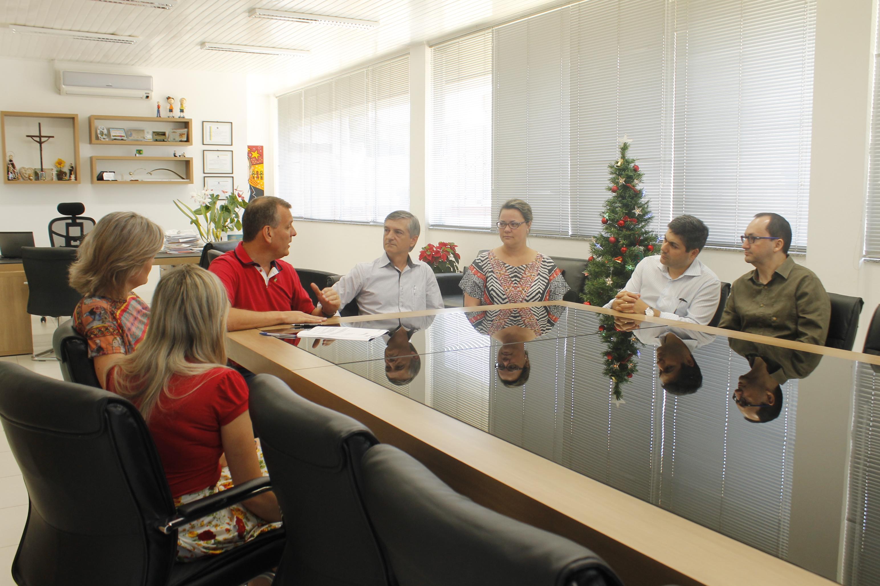 UNIFEBE e Prefeitura firmam parceria para implantação do projeto Brusque Solidária