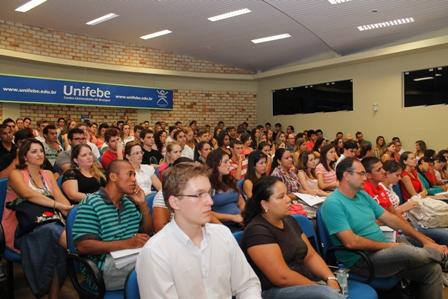 Aula de Apresentação de Direito lota auditório da UNIFEBE