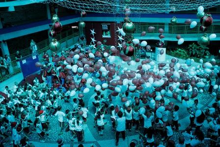 Choveram balões, presentes e sorrisos no Natal Solidário Unifebe 2011