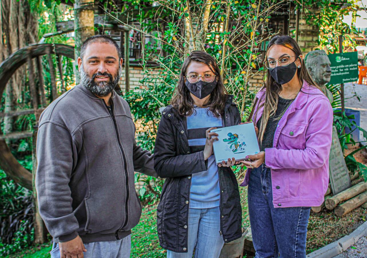Acadêmica de Design Gráfico da UNIFEBE cria mascote para o Samae de Brusque