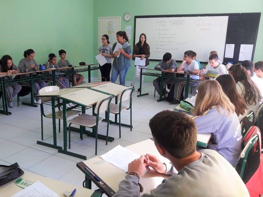 Acadêmicas de Psicologia realizam projeto em escola de Brusque