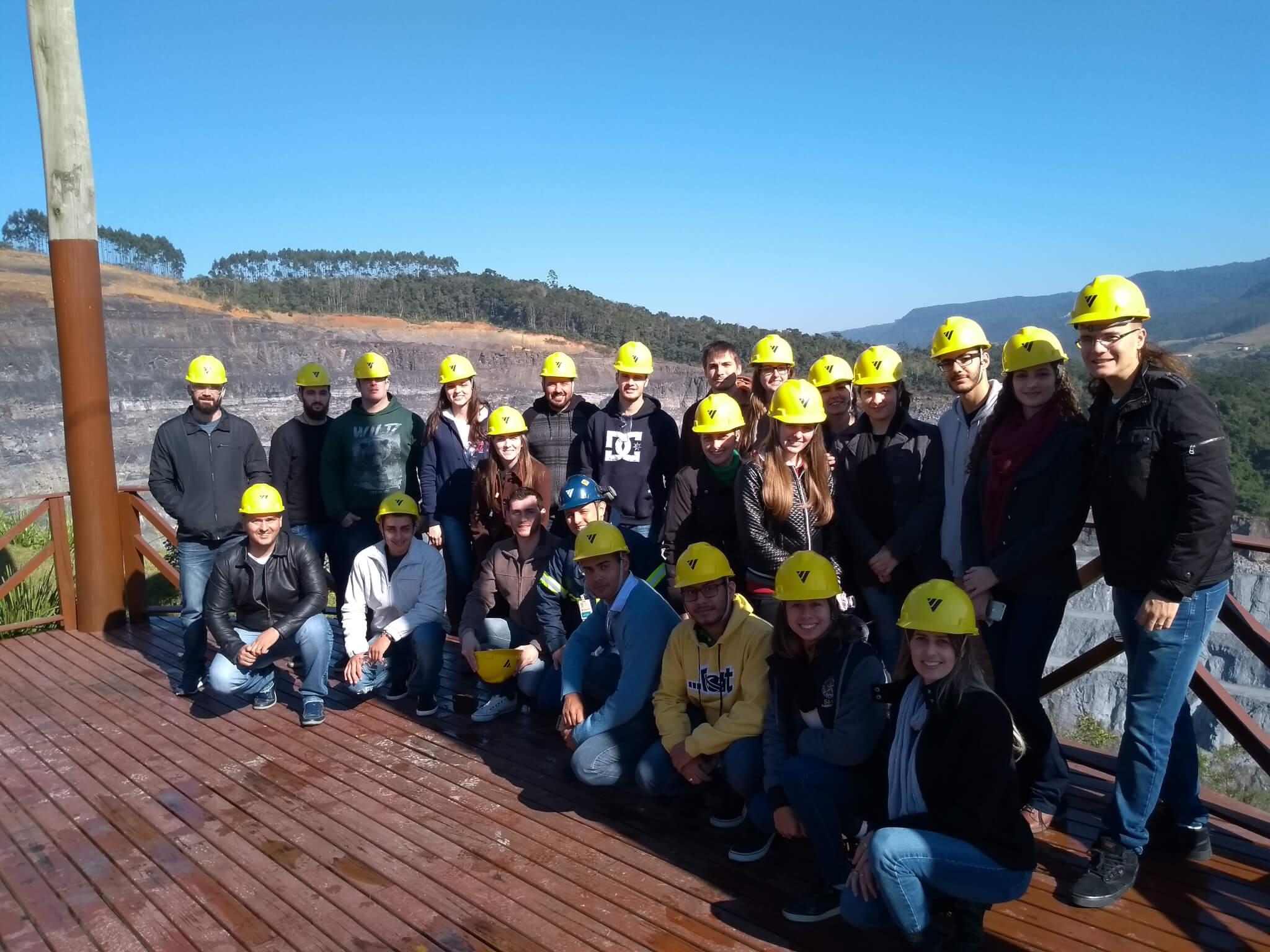 Acadêmicos conhecem renomada empresa de materiais de construção