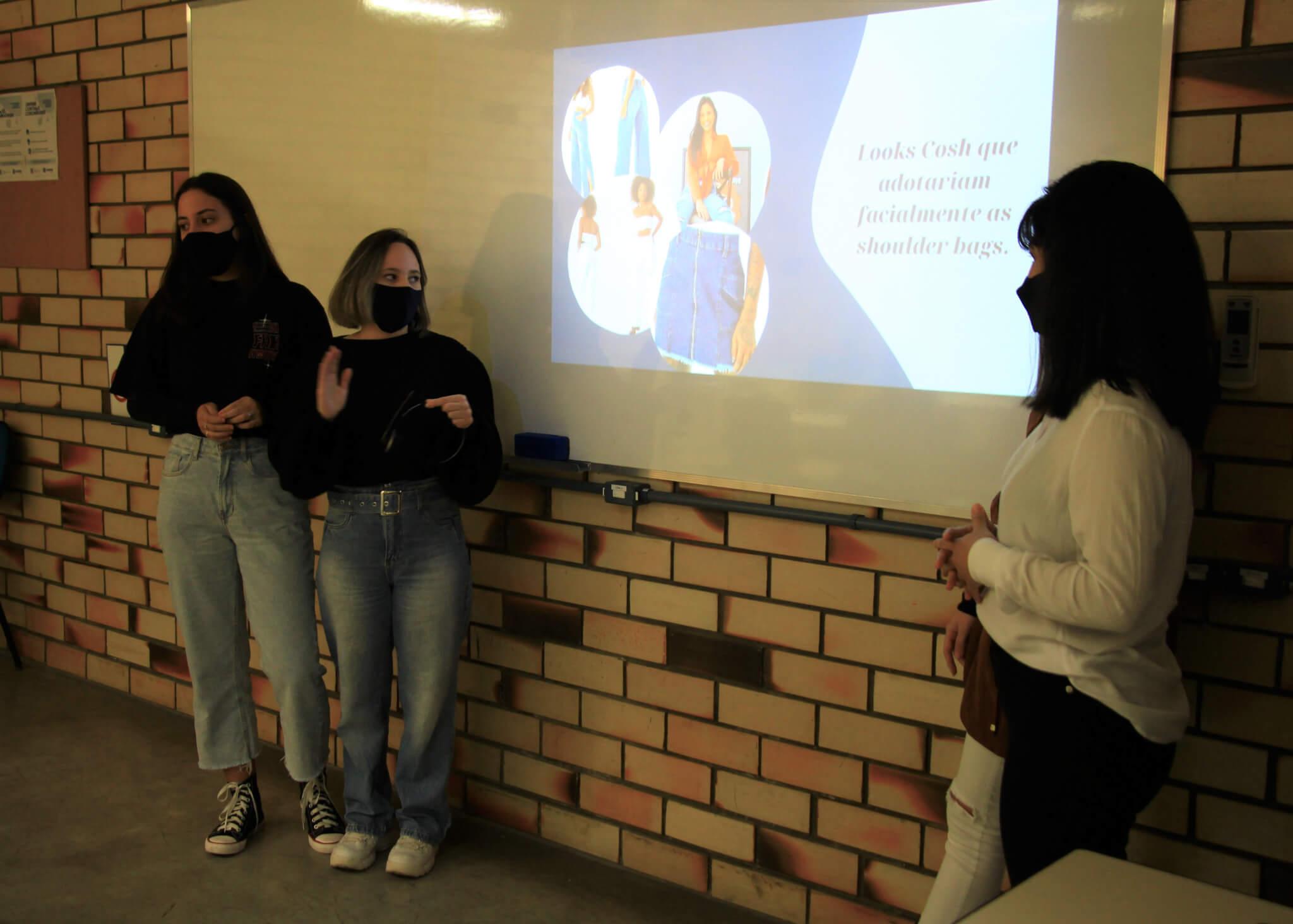 Acadêmicos de Design de Moda criam peças com reaproveitamento de jeans