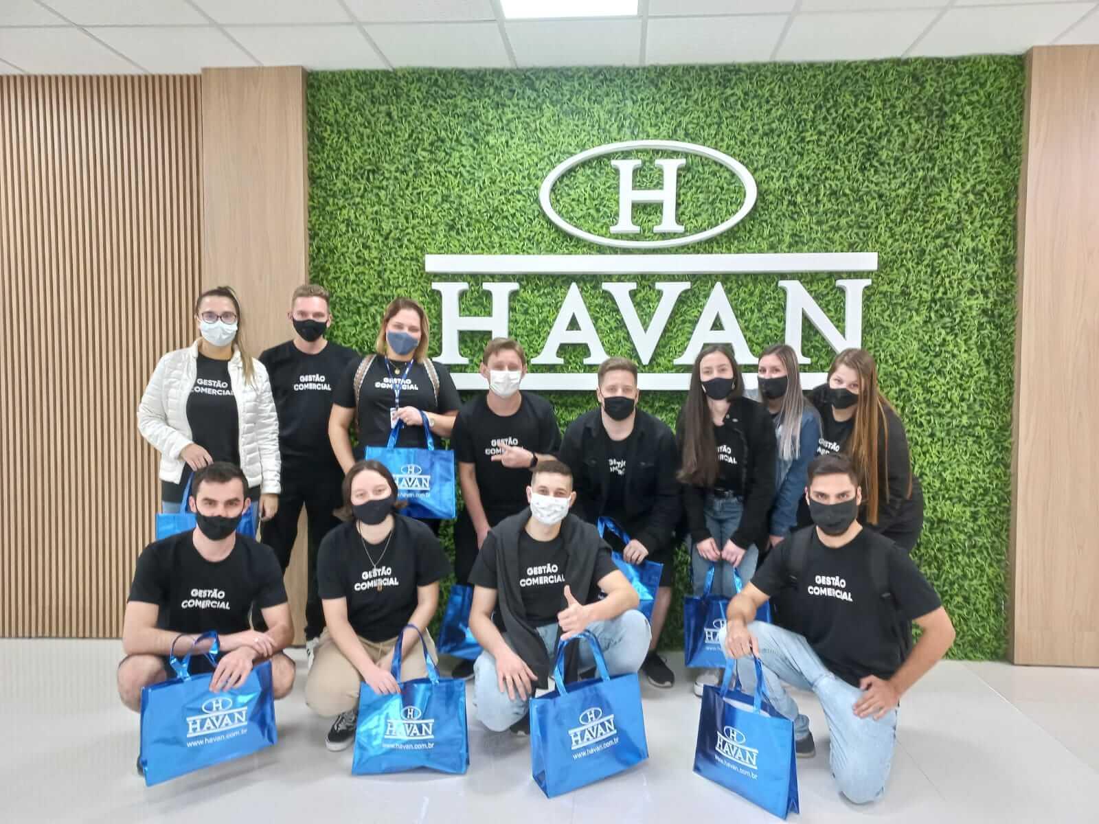 Acadêmicos de Gestão Comercial da UNIFEBE visitam o Centro Administrativo e loja Havan de Brusque