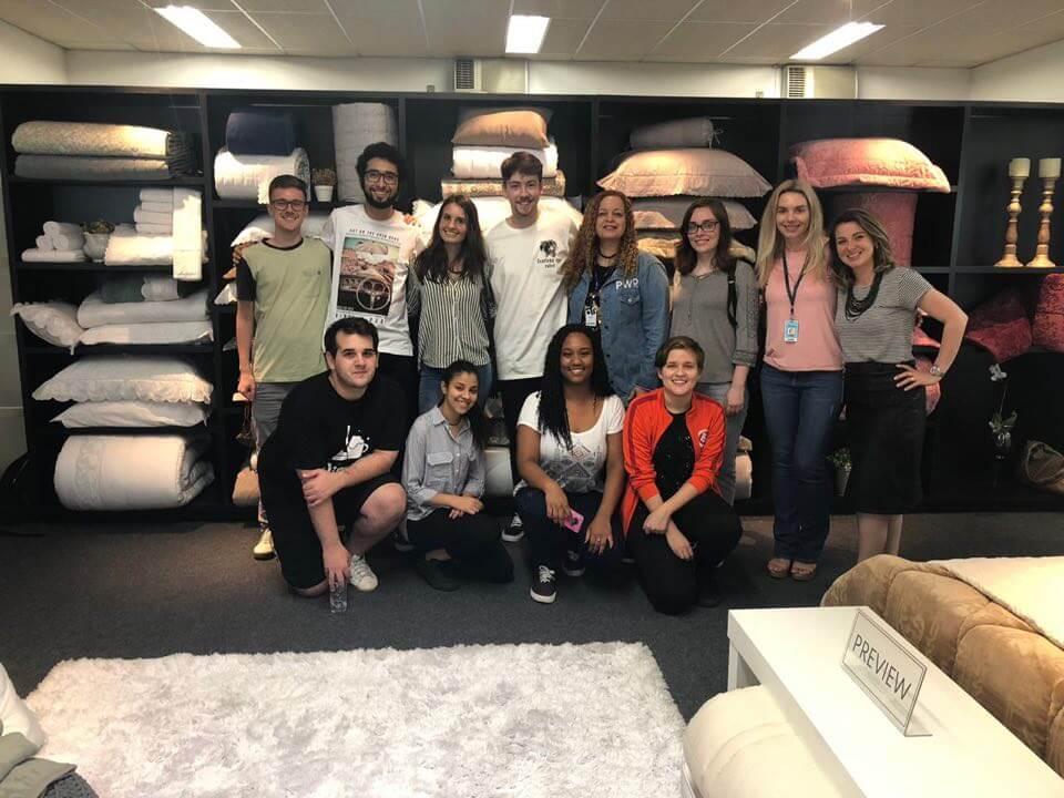 Acadêmicos visitam empresa de travesseiros do Brasil
