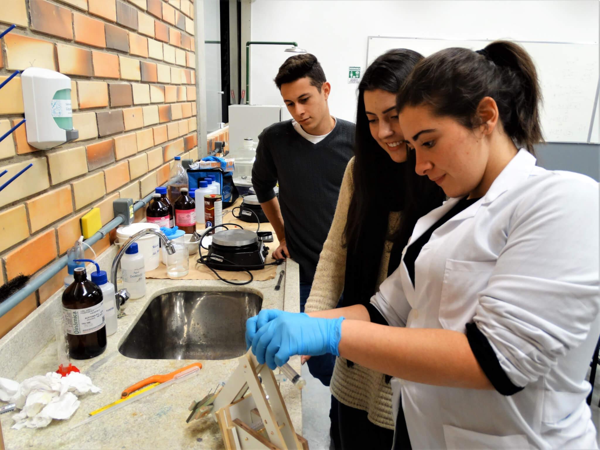 Alunos de Engenharia de Produção e Química são desafiados em Semana Acadêmica