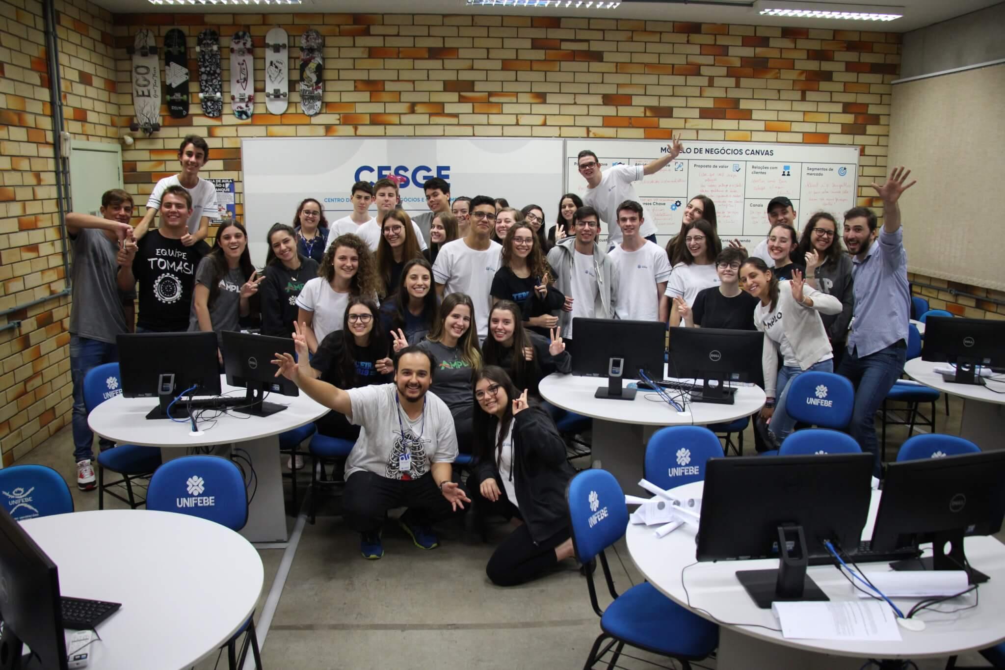 Alunos do Colégio Universitário participam de oficina sobre Empreendedorismo