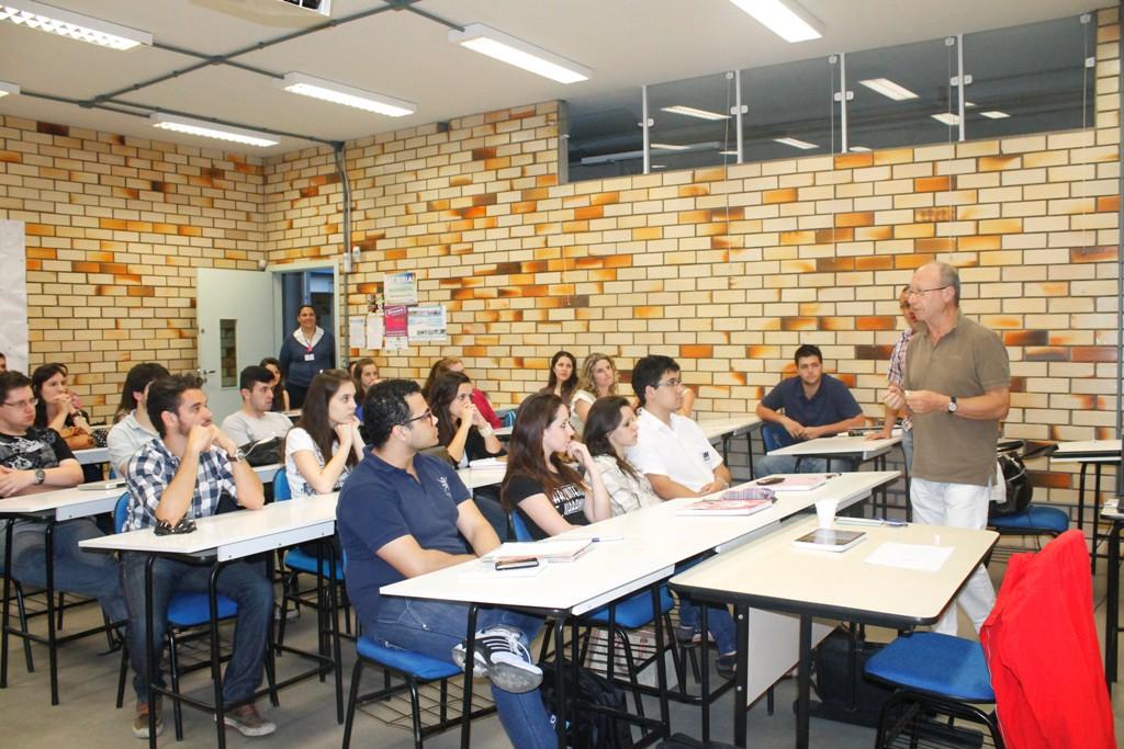Acadêmicos de Arquitetura têm aula com professor italiano