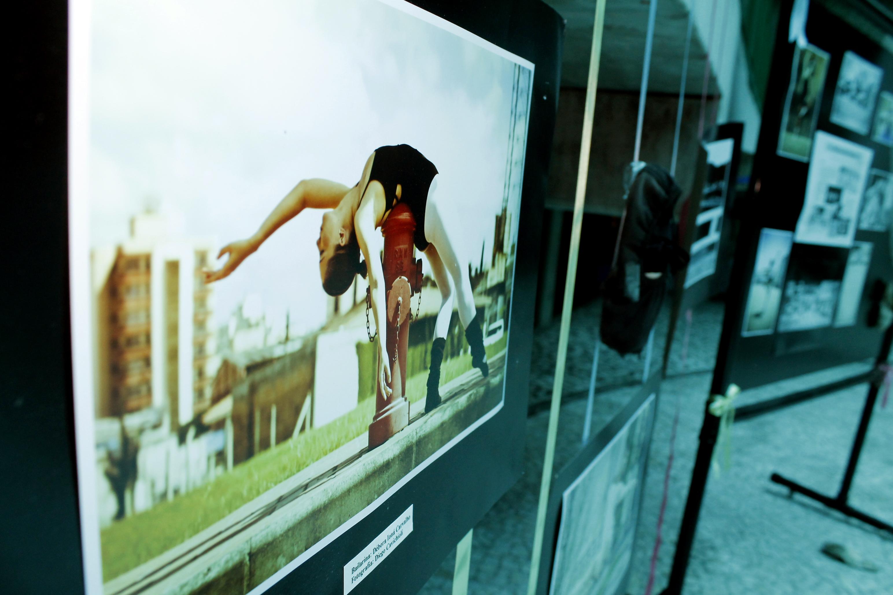 """UNIFEBE apresenta exposição """"Bailarina Urbana"""" até 30 de abril"""