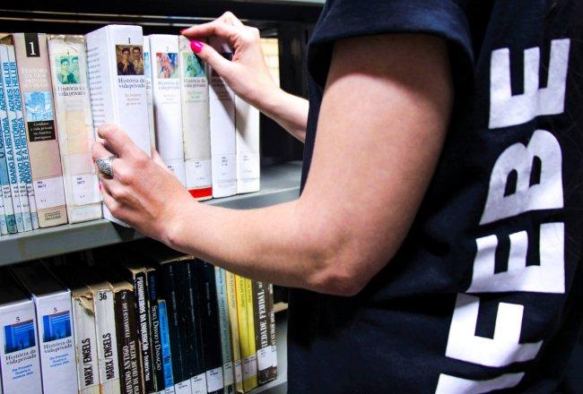 Biblioteca esclarece sobre renovação de livros nas férias