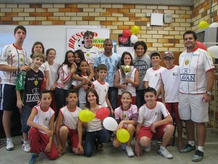 Atletas do Bruscão visitam alunos da rede pública de ensino