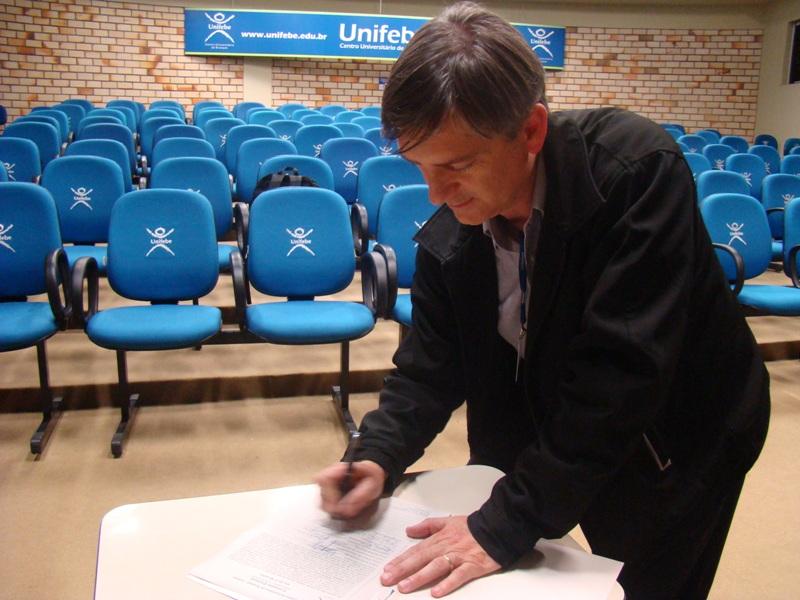 Comissão Eleitoral publica candidato a Reitor
