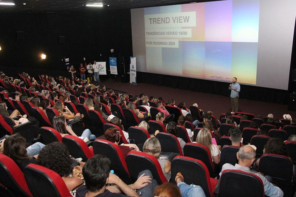 Coordenador do curso de Design de Moda palestra no Tendências Verão 2019-2020