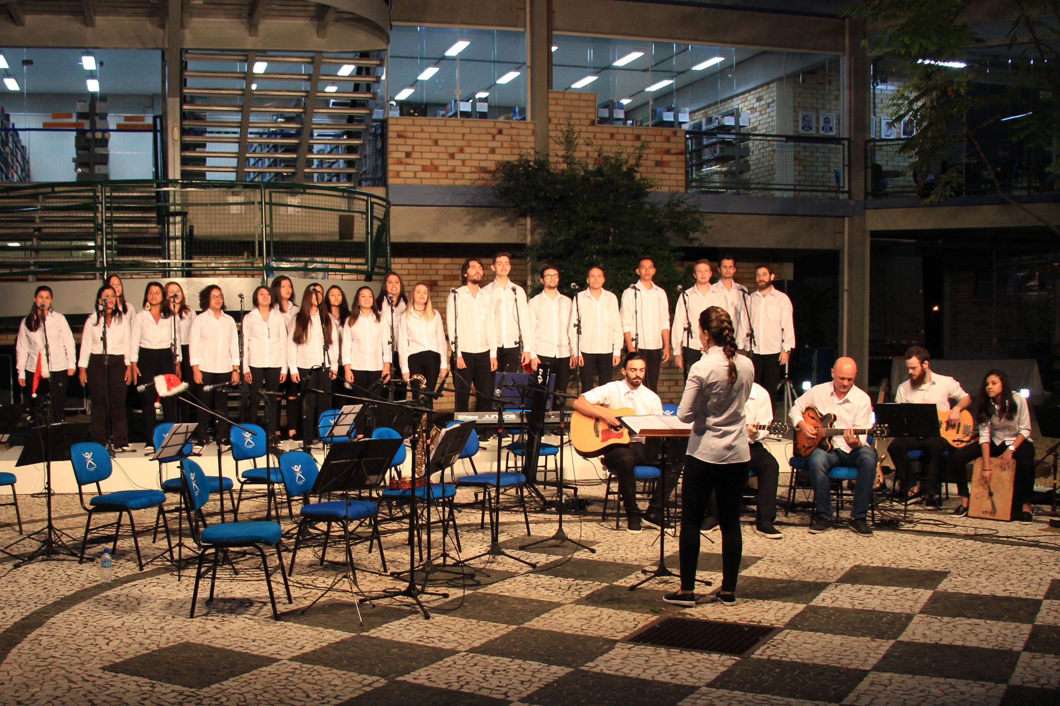 Coro UNIFEBE apresenta Cantata de Natal no River Mall