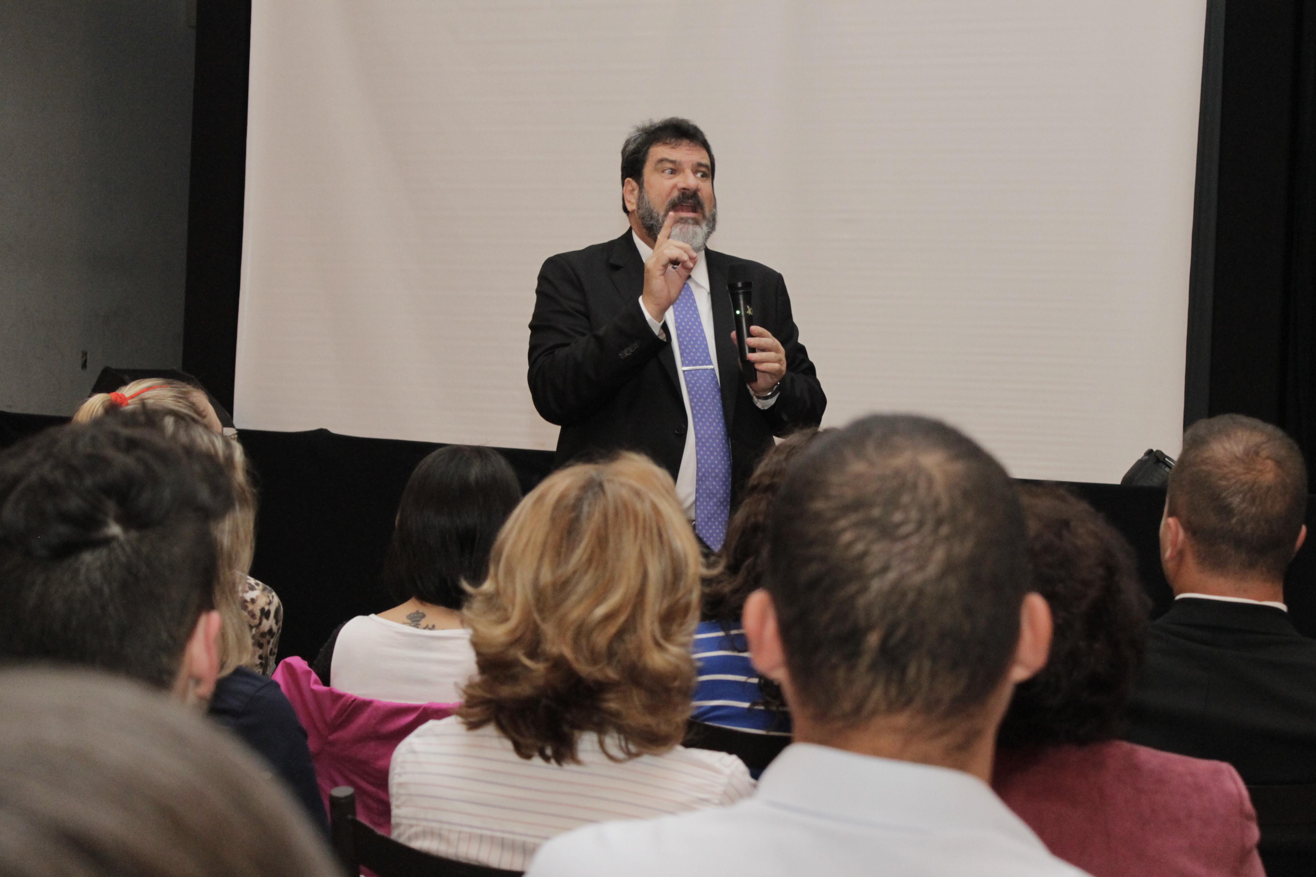 Mario Sergio Cortella palestra sobre ética e vergonha na cara