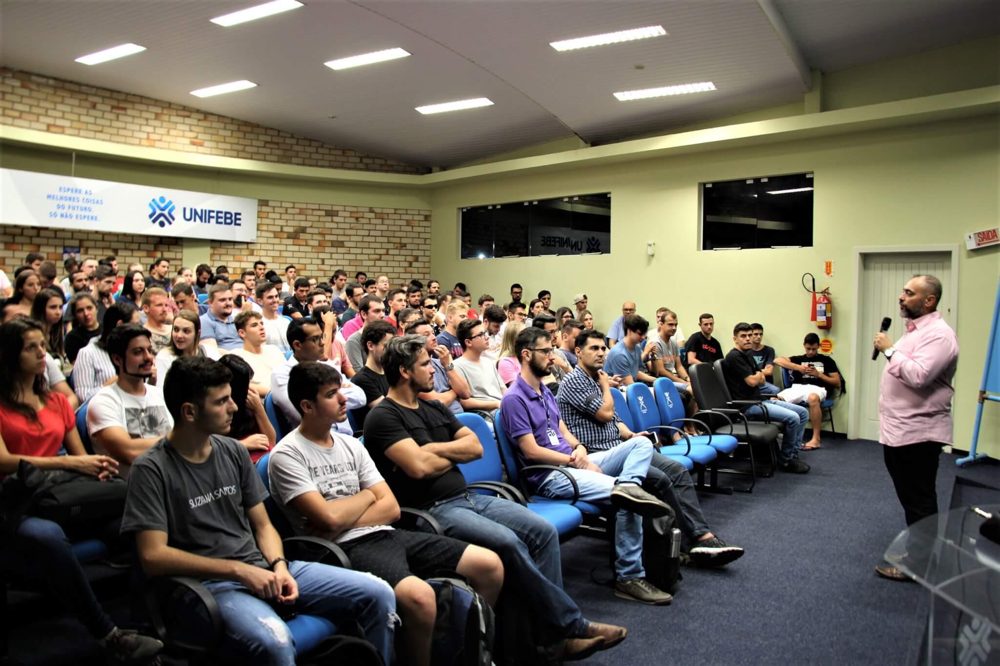 Curso de Engenharia Civil desafia alunos a construir bola de concreto