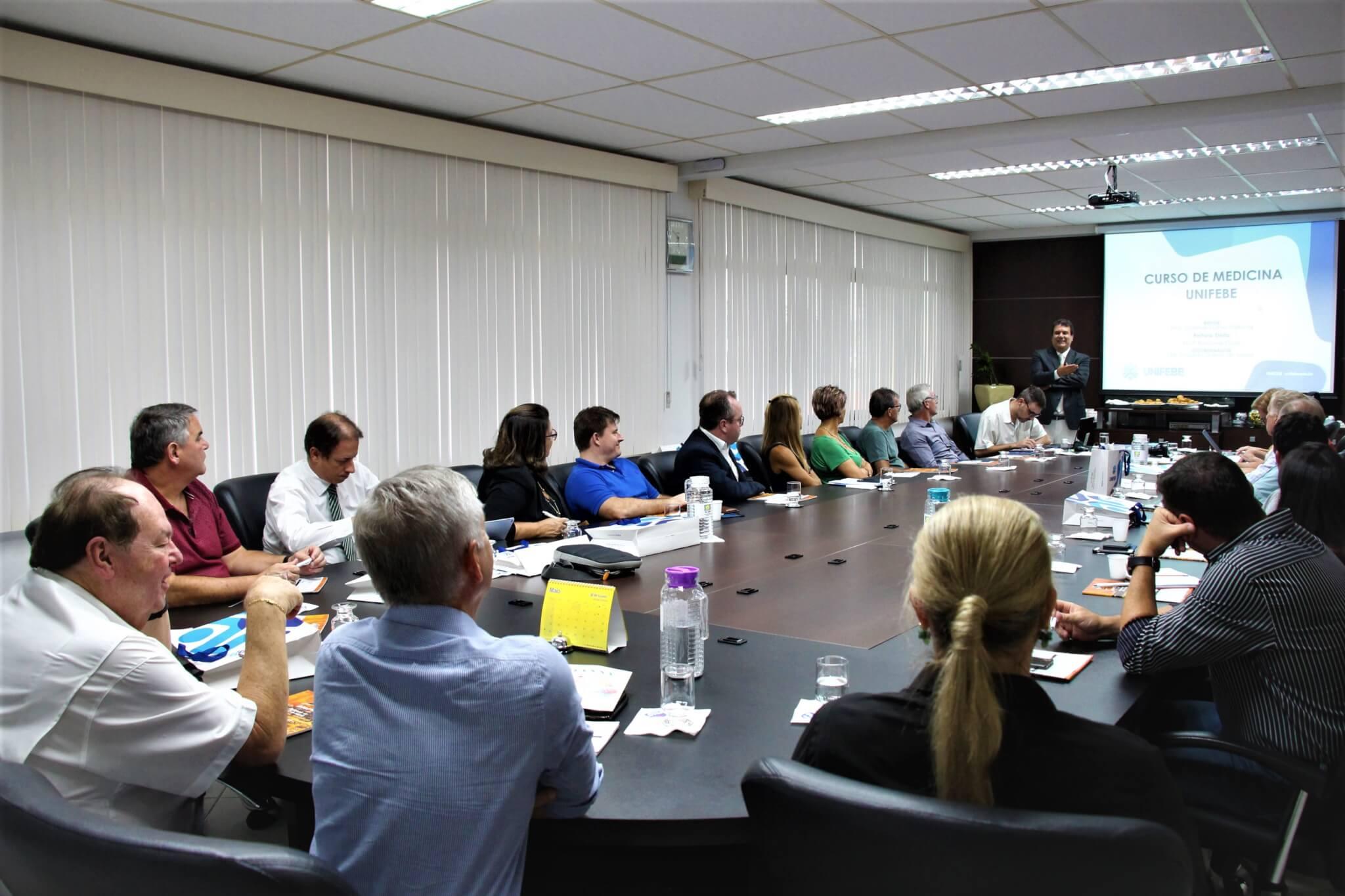 Curso de Medicina da UNIFEBE é apresentado para Conselho Deliberativo da ACIBr