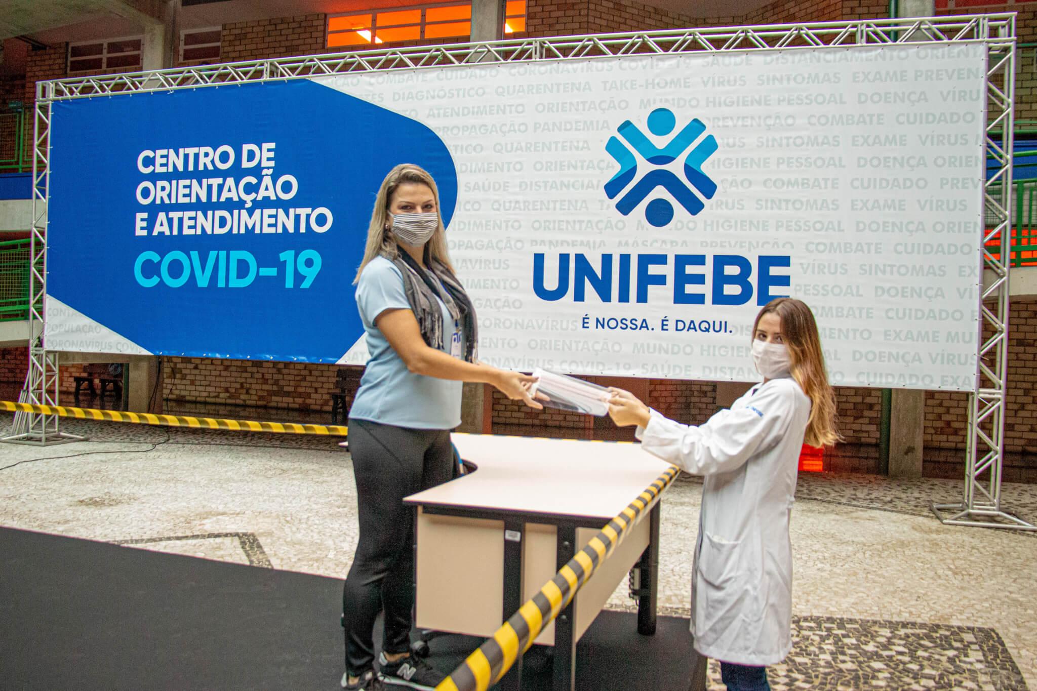 Curso de Medicina da UNIFEBE recebe máscaras em acrílico da ACIBr