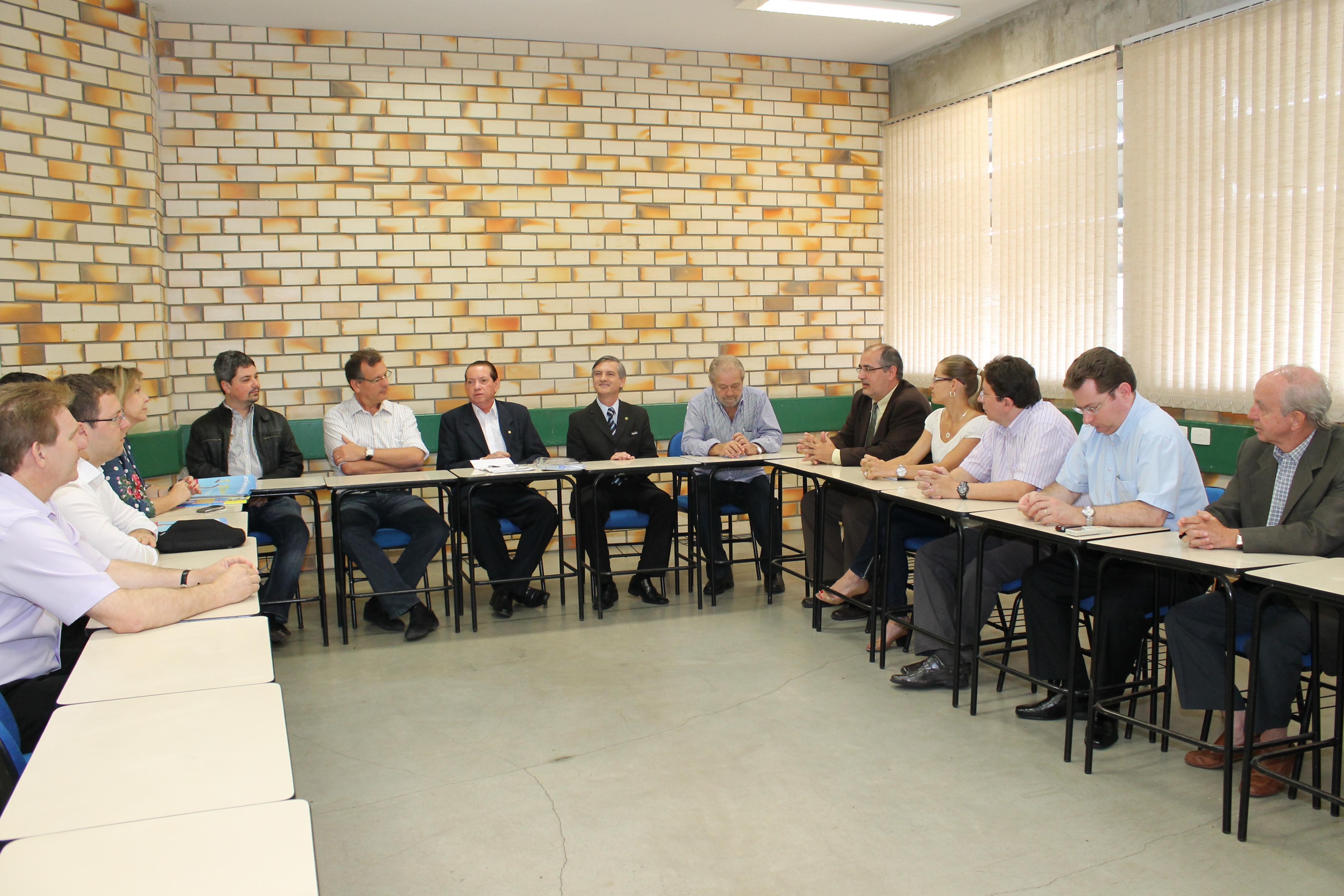 Reitor participa de reunião com presidente da Alesc