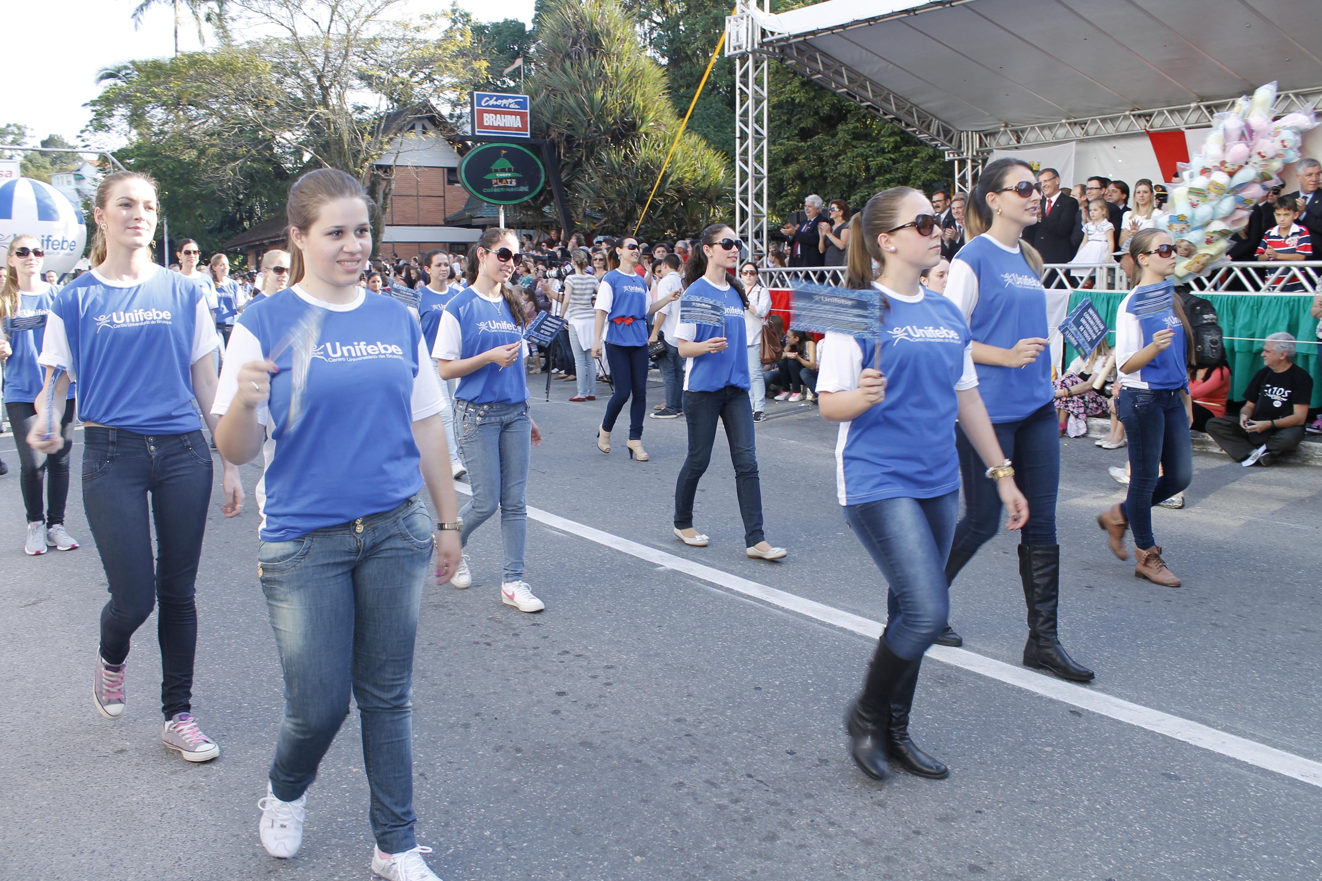 Desfile conosco no aniversário de Brusque. Inscrições abertas