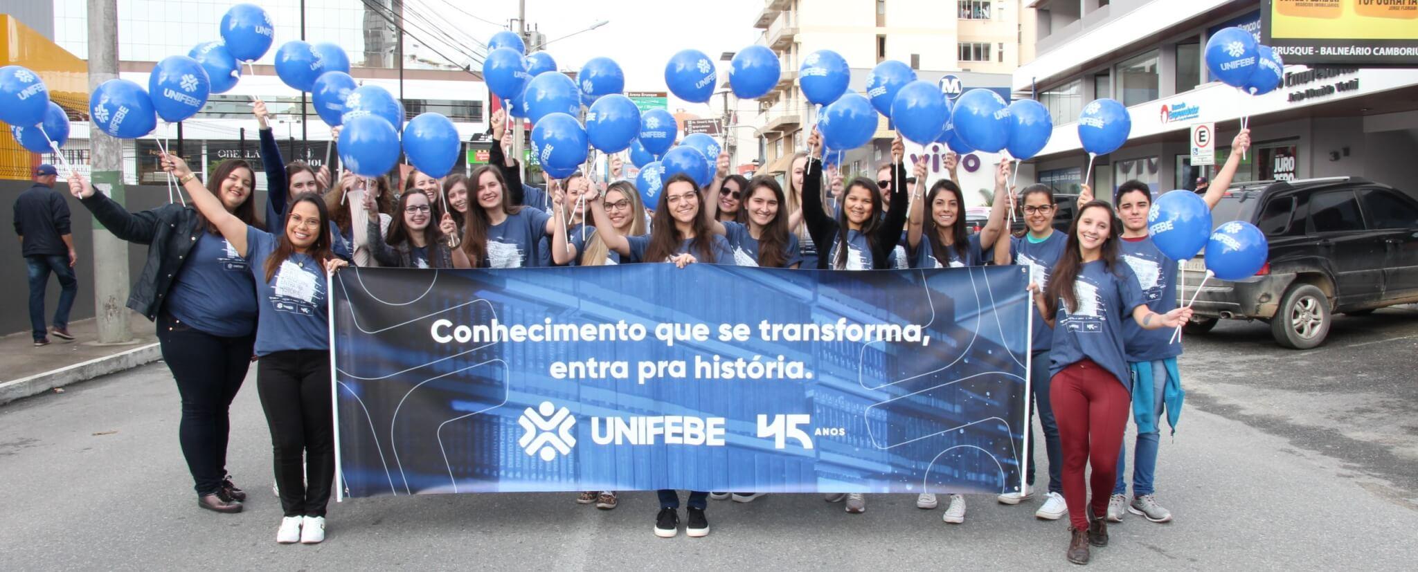 Participe do desfile de aniversário de Brusque