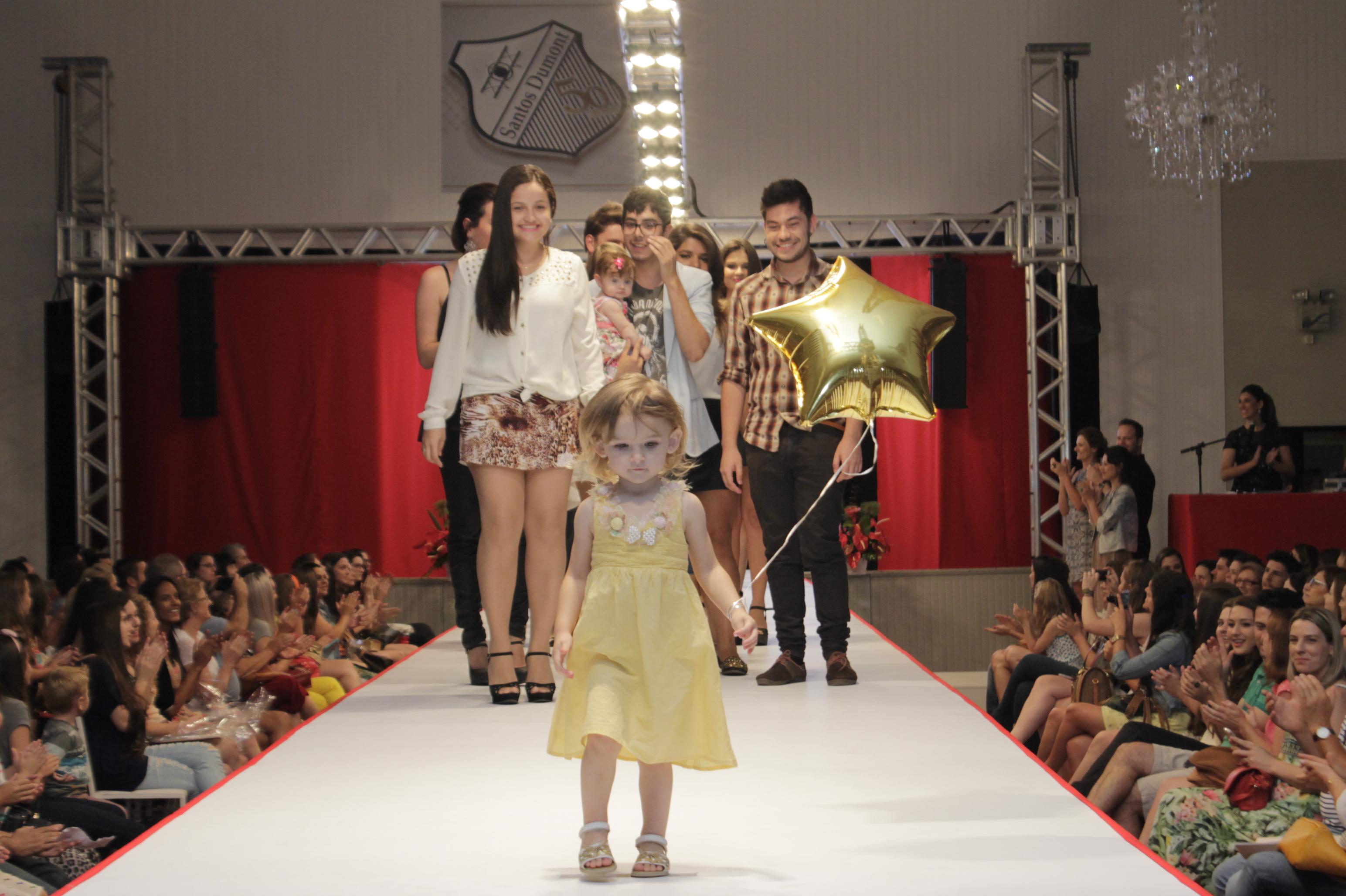 Passado Moderno traz glamour à passarela na da Semana de Moda