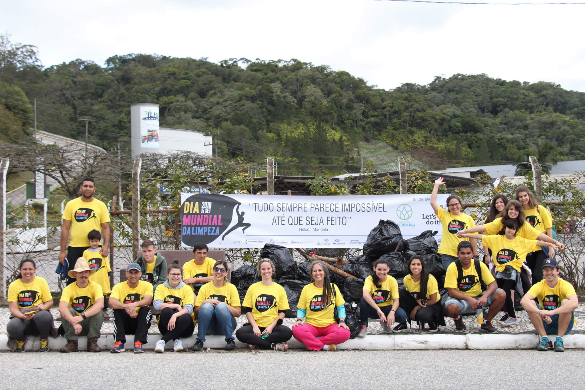 Alunos da UNIFEBE participam do Dia Mundial da Limpeza