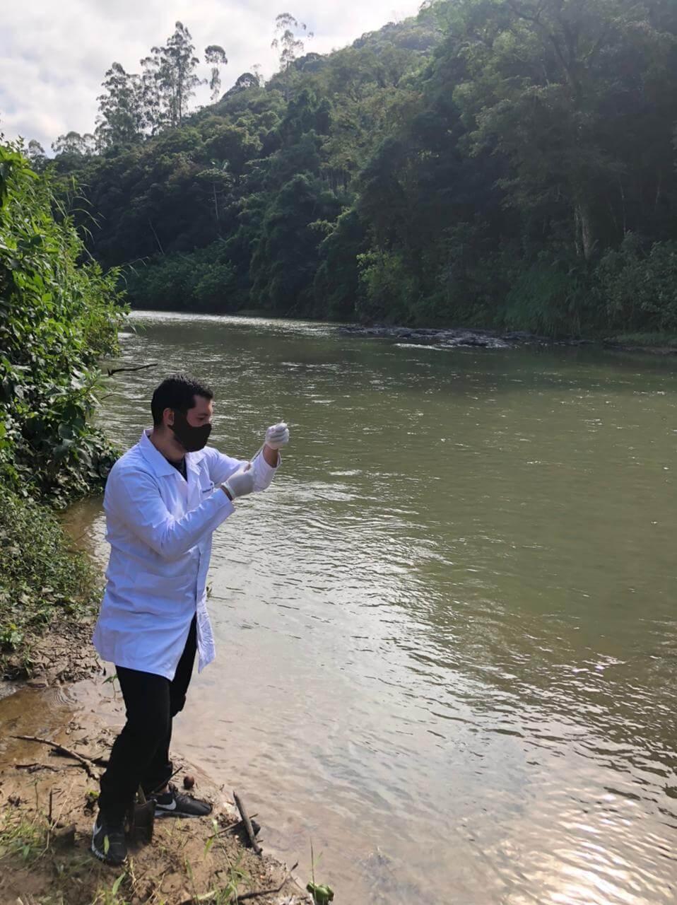 Engenharia Química da UNIFEBE analisa água do Rio Itajaí-Mirim em parceria com o Samae de Brusque