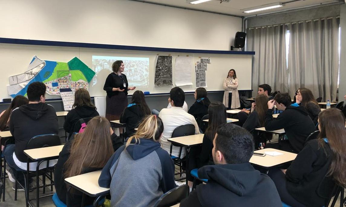 Estudantes do Colégio Universitário de Brusque desenvolvem trabalho sobre planejamento urbano