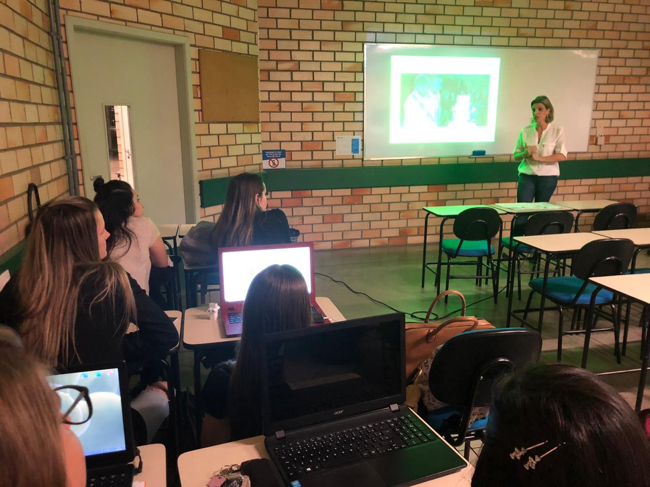 Acadêmicos de Pedagogia debatem Estatuto da Criança e do Adolescente e sua implicação no cotidiano escolar