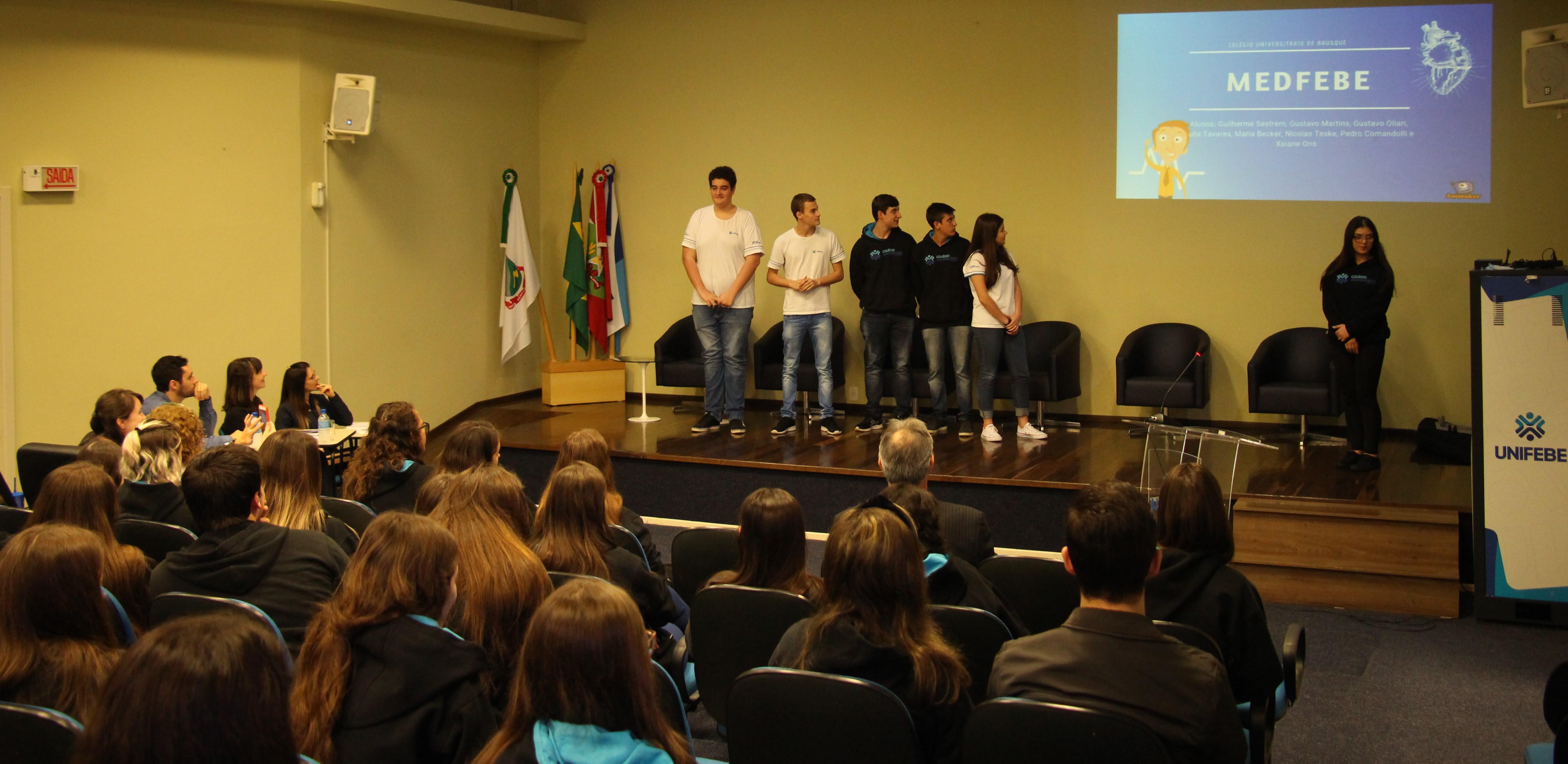 Enpex Júnior coloca estudantes do Colégio Universitário de Brusque em contato com áreas de atuação profissional