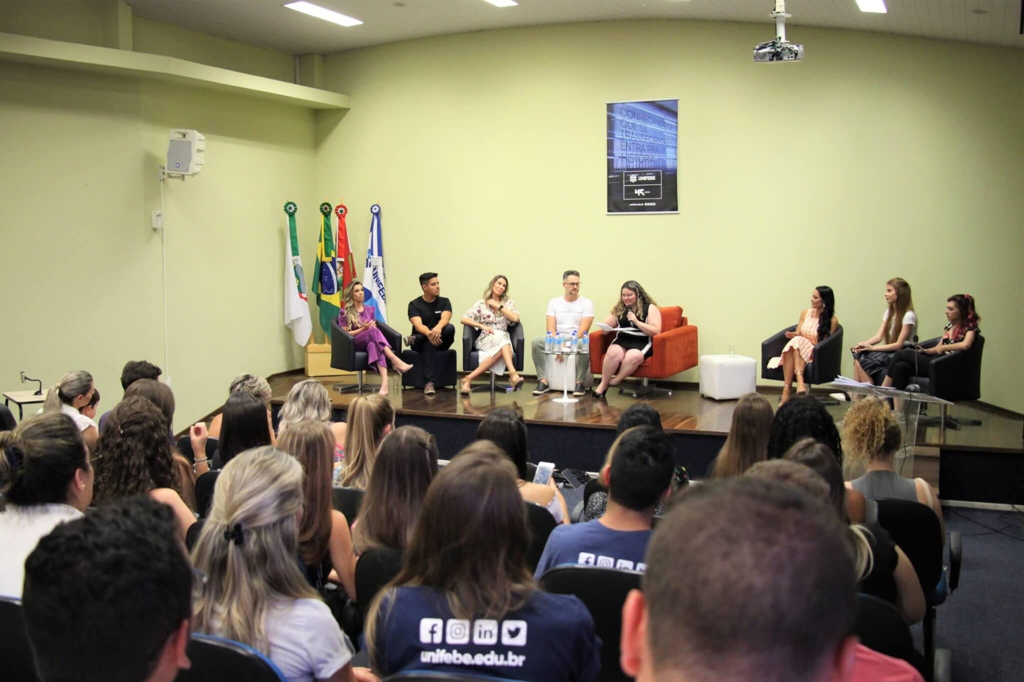 Influenciadores digitais participam de mesa-redonda no ENPEX
