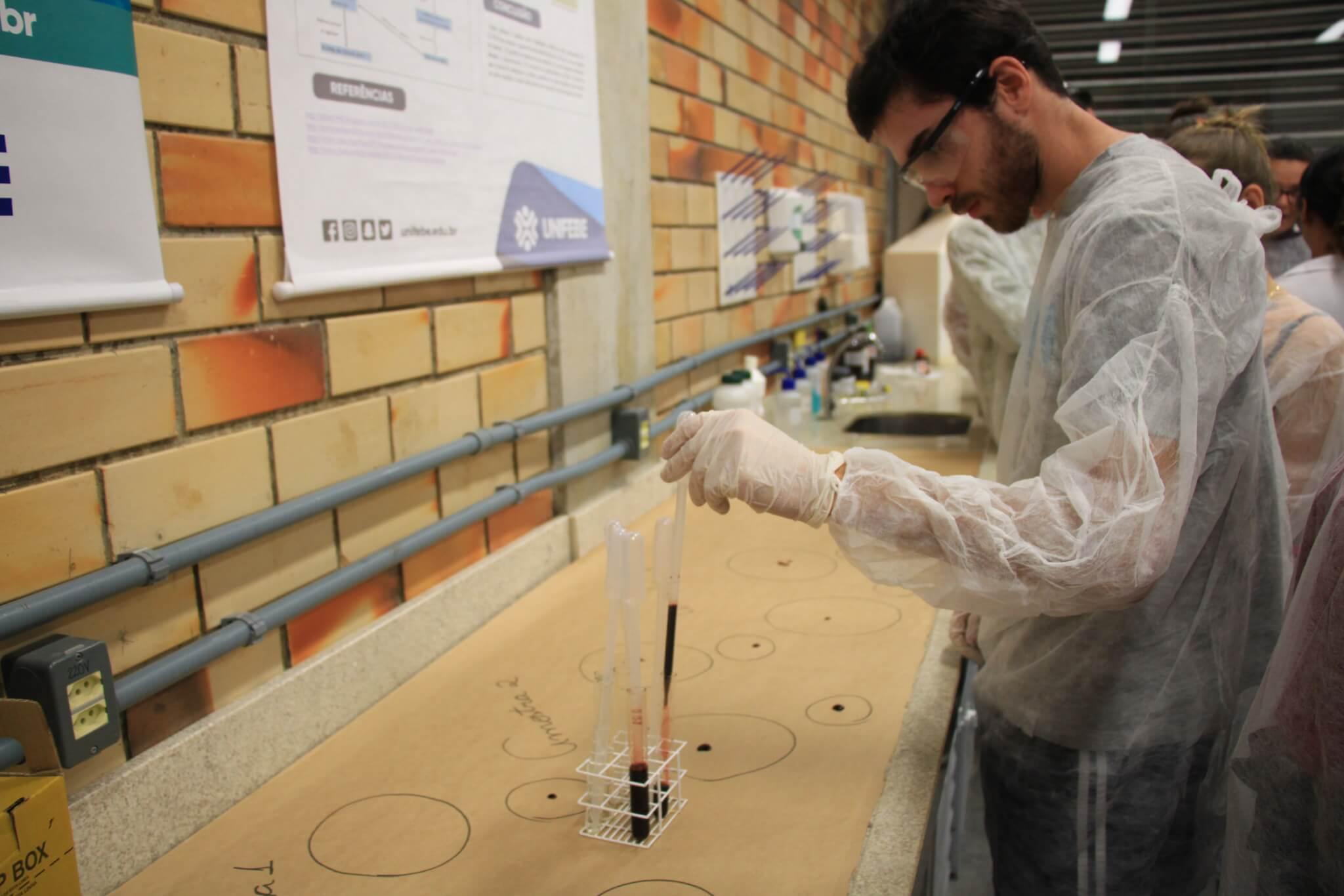 Inscrições abertas para realização de atividades no laboratório de Química